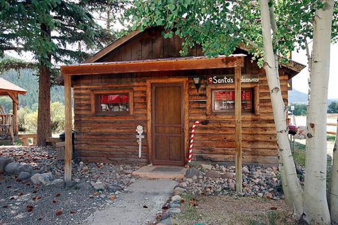 The front of Chinook Lodge & Smokehouse in the South Fork area of Colorado