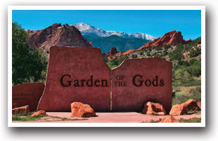 The welcome sign at Garden of the gods in Colorado Springs, Colorado