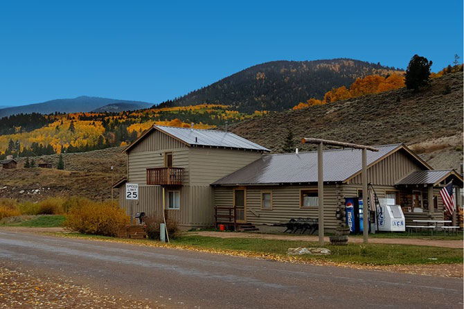 Quartz Creek lodge during fall in the town of Pitkin, Colorado