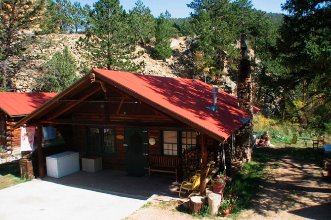 Middle Fork Cabins in Raymond, Colorado