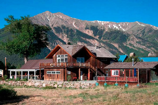 Twin Lakes Roadhouse Lodge, The only Tripple A Rated Lodging in Twin Lakes, The Colorado Vacation Directory